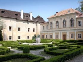 Brodzany Mansion (photo by Peter Fratrič)