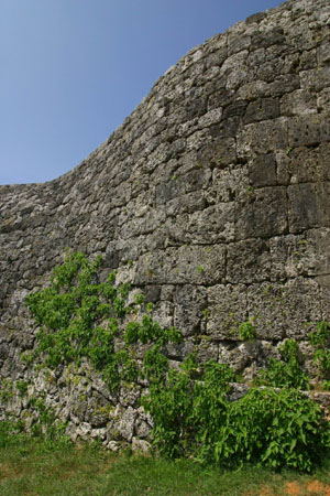 Nunozumi (horizontally aligned stacking) castle wall